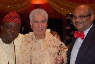 Airtel Chief Operating Officer, Deepak Srivastava, (right) at the awards ceremony. (Image source: Nigeria Telecom Awards)